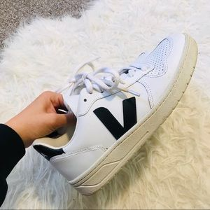 Veja V-10 Sneaker - Extra White / Black